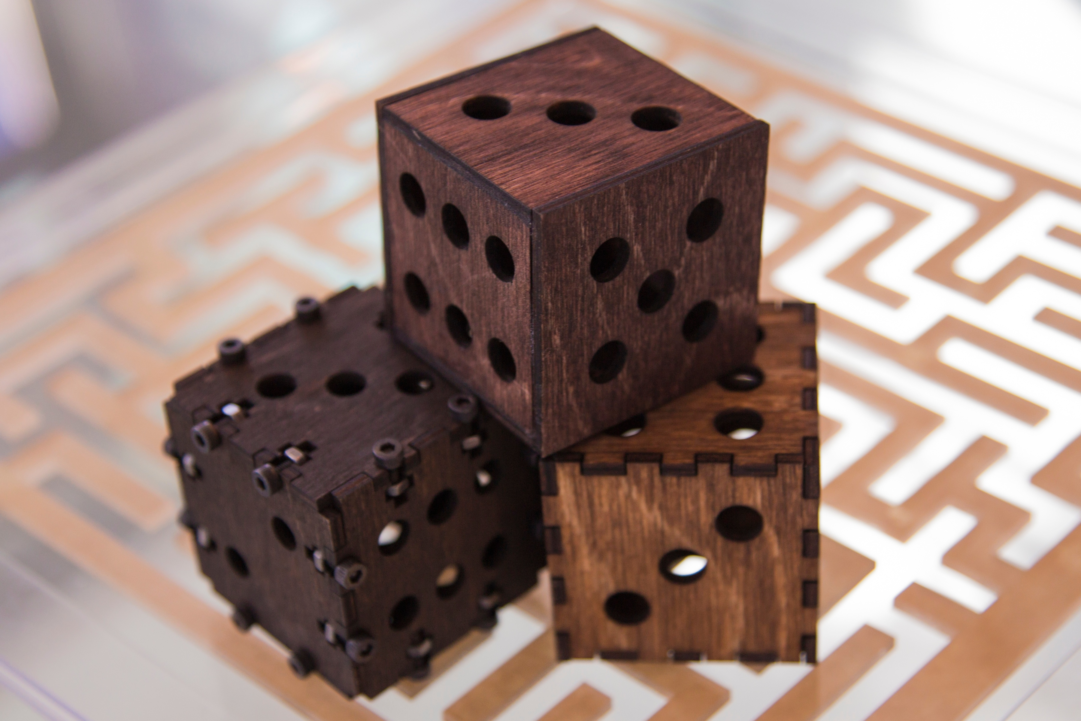 laser 101 fsl jointed dice Header_co2 laser cutter_Wood_cut_engrave_Watts_hobby_muse_pro.jpg